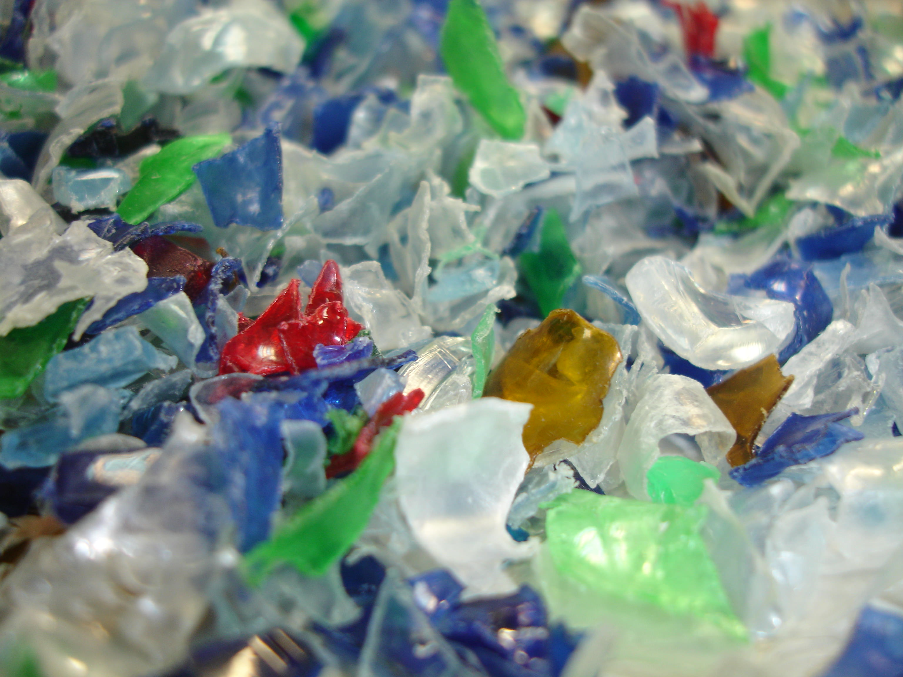Sociedad sin ánimo de lucro, comprometida con el Medio Ambiente, en la promoción del reciclado de los plásticos al final de su vida útil, en cualquiera de sus aplicaciones: envases, agricultura, automóvil, construcción, etc.