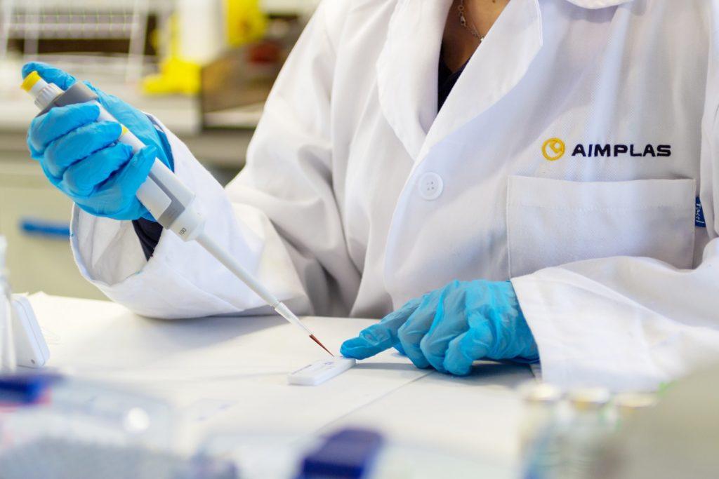 AIMPLAS desarrolla un test rápido de anticuerpos más sensible que los comerciales y que detecta la inmunidad al SARS-Cov-2 y a su cepa británica